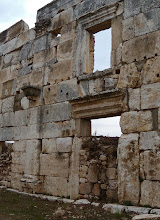 Photo: Apamea, the facade of the shops .......... De gevels van de winkels