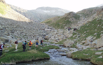 Photo: Sorteamos un par de veces el riachuelo que une el Ibón de Botornás con el Estany del Cap de Llauset.