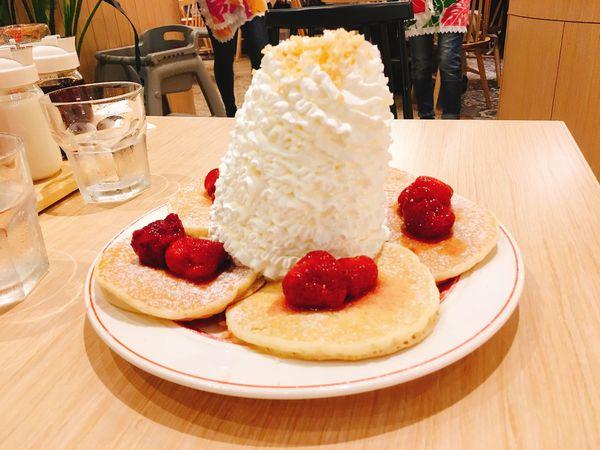 Eggs'n Things 爆發的鮮奶油火山鬆餅,小心別被奶油山淹沒惹⁎⁍̴̛ᴗ⁍̴̛⁎