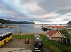 Photo: Ensimmäinen yöpyminen oli jo Norjan puolella, Sørkjosenissa - tässä näköala hotellihuoneesta vuonolle yöllä n. klo 1 - ollaan siis yöttömän yön alueella