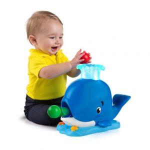 Bright Starts Играчка кит с топчета