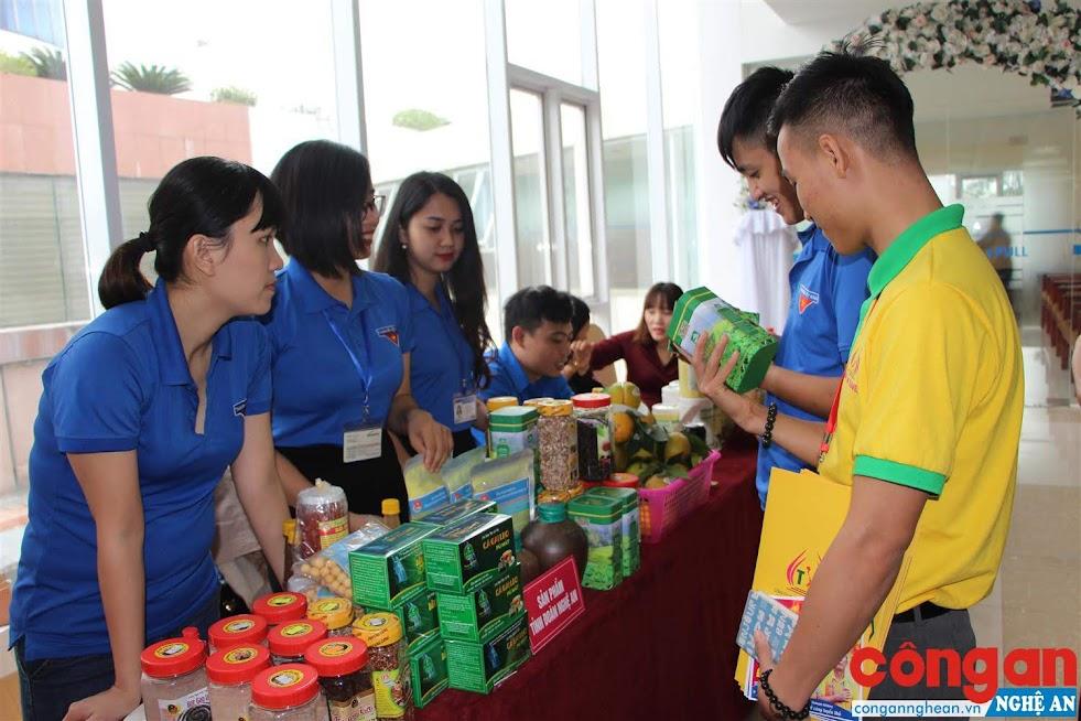 Nhiều sản phẩm ứng dụng KH-CN của tỉnh (trà, gạo lứt, cà gai leo…) ngày càng được đông đảo người dân tin dùng