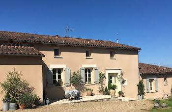 maison à Saint-Sulpice-de-Ruffec (16)