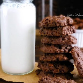 Chocolate cornflakes cookies / Kue kering cornflakes cokelat.