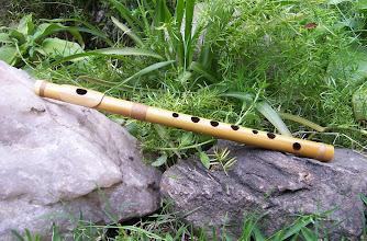 Photo: Flauta en Do con 8 agujeros, digitación muy similar a una traversa de orquesta, afinada en una octava más aguda.