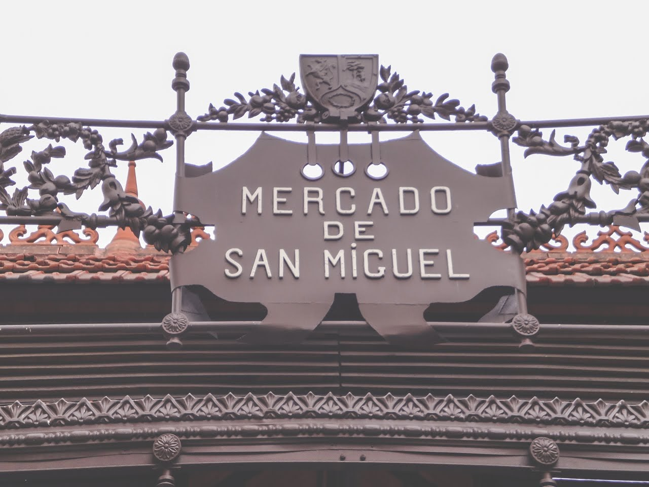 One of the outdoor signs that read El Mercado de San Miguel