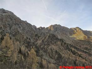 Photo: IMG_4298 salendo al Passo Le Selle, parte della cresta dei Monzoni