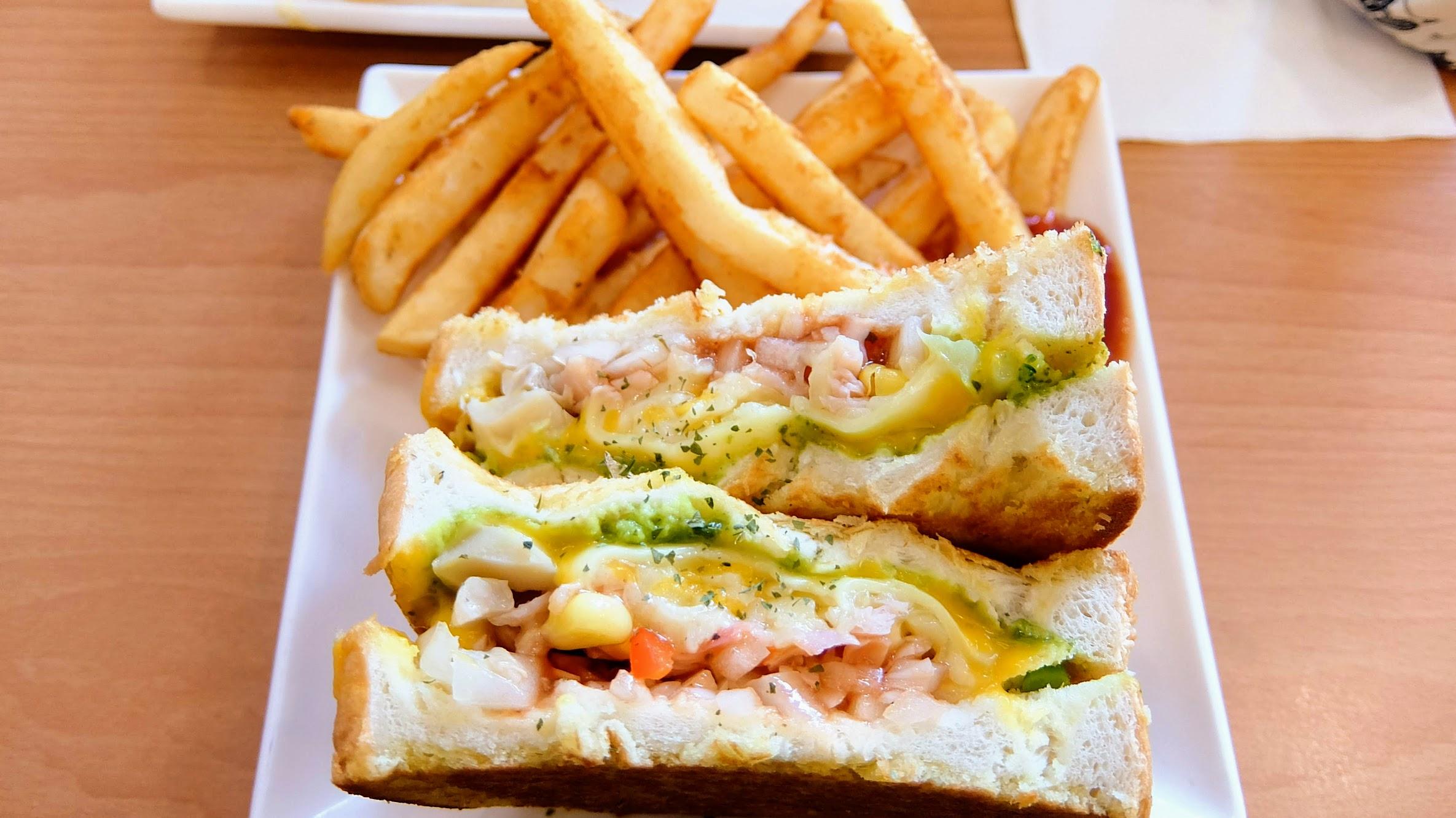 熱煎三明治,感覺很厚實飽滿的三明治啊!