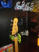 Photo: Stalové držáky na kytary