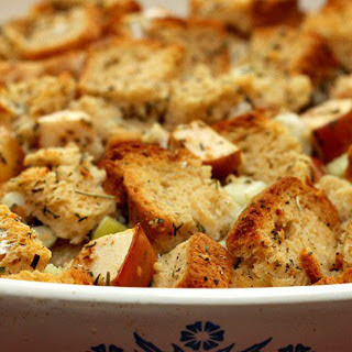 Toasted Bread and Apple Stuffing [Vegan, Gluten-Free]