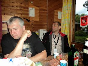 """Photo: På besök hos ryssarna, som bjöd på vodka från """"bag in box"""""""