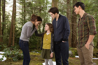 Photo: (L-R) KRISTEN STEWART, MACKENZIE FOY, ROBERT PATTINSON and TAYLOR LAUTNER star in THE TWILIGHT SAGA: BREAKING DAWN-PART 2Ph: Andrew Cooper, SMPSP© 2011 Summit Entertainment, LLC.  All rights reserved.