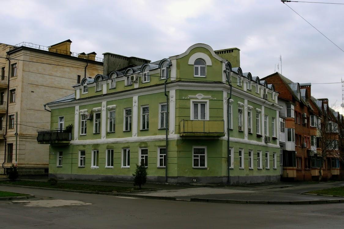 https://sites.google.com/site/istoriceskijtaganrog/frunze-ulica/dom-13