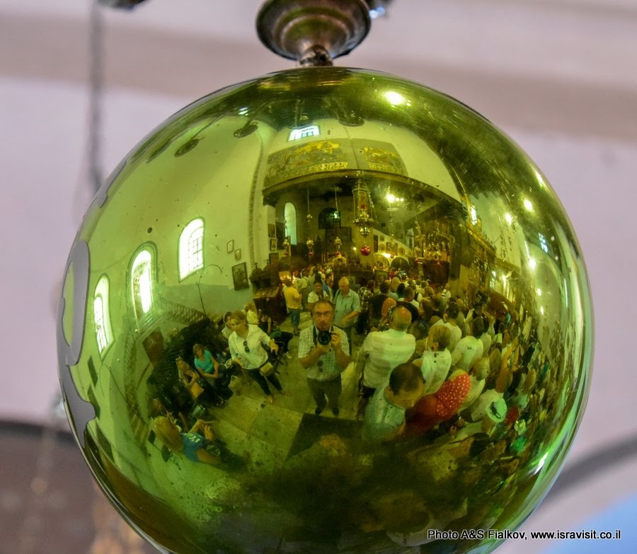 В Храме Рождества Христова в Вифлееме.