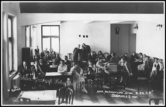 Photo: Wnętrze sali rekreacyjnej z zakopiańskiego sanatorium, autorem jest Władysław Polański