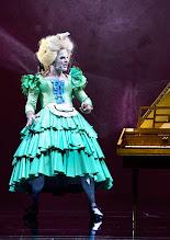 """Photo: WIEN/ Burgtheater: """"Der eingebildete Kranke"""" von Jean Baptist Moliere, Premiere 5.12.2015. Inszenierung: Herbert Fritsch. Markus Mayer. Copyright: Barbara Zeininger"""