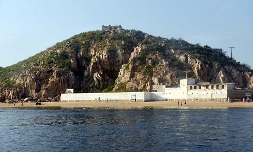 cabo-beach-cliffs.jpg - Area coming into Mazatlan Bay and its pier.