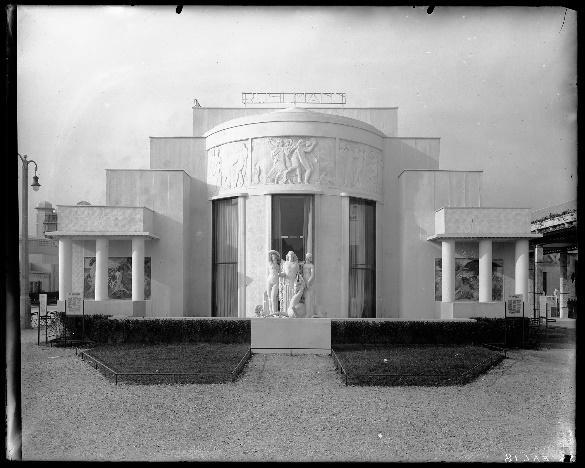 Une image contenant bâtiment, intérieur, terrain, blanc  Description générée automatiquement