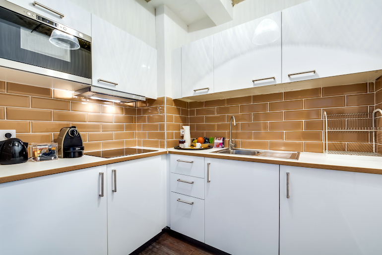 Fully equipped kitchen at Milan III Serviced Apartment, Opera