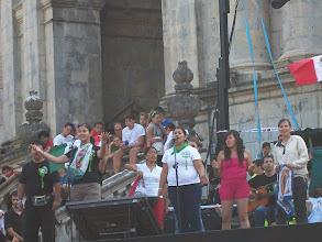 Photo: Młodzież z Meksyku w czasie występu na festiwalu.