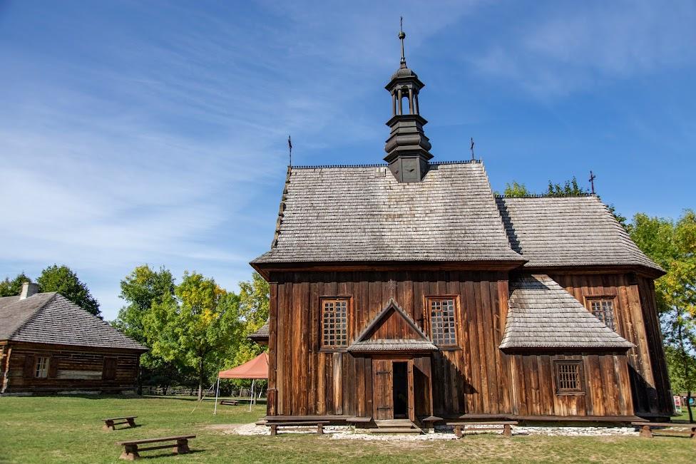 Skansen w Tokarni, kościół, Muzeum Wsi Kieleckiej