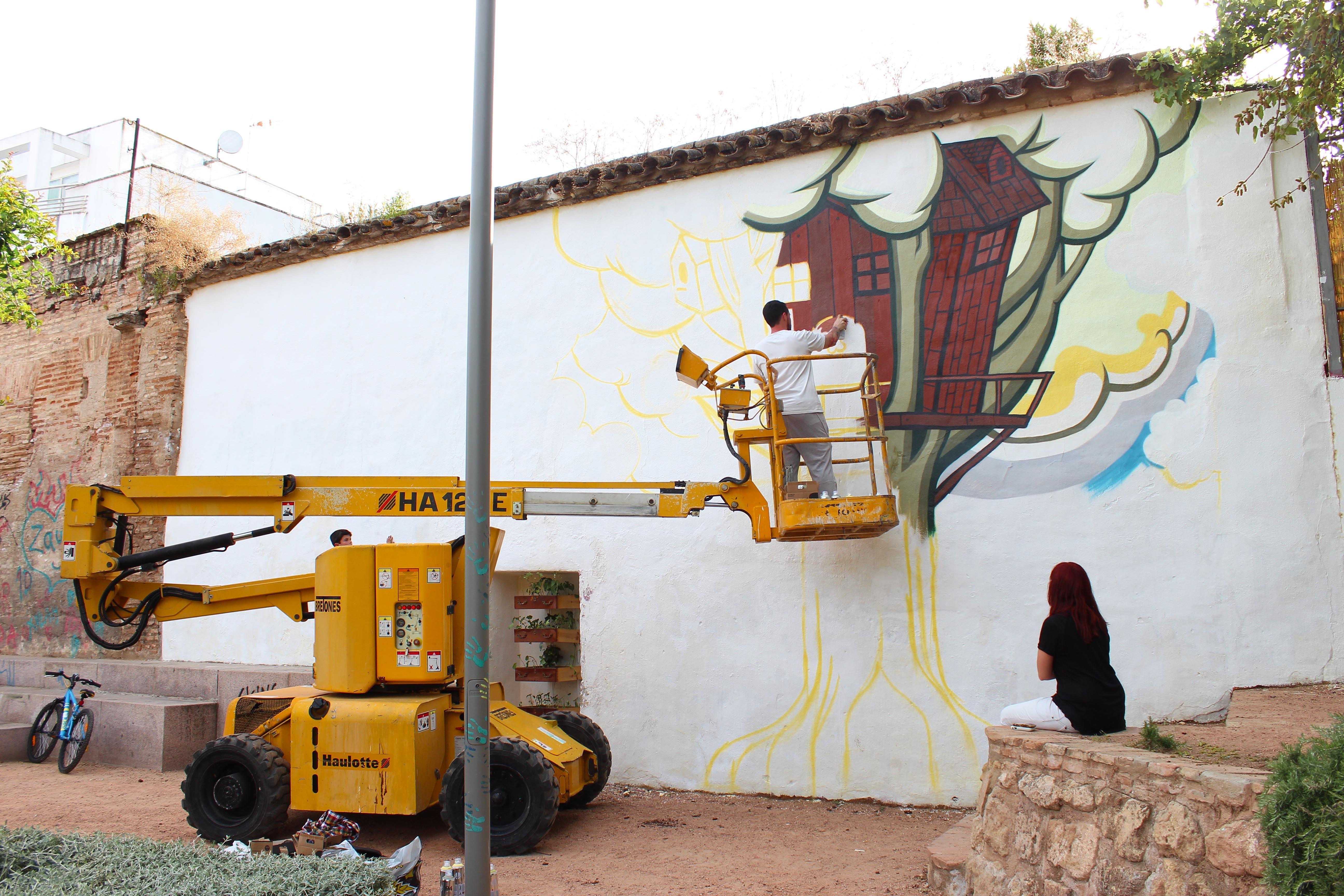 Photo: Versos en el Jardín, a cargo de Daniel Herrera   El duro trabajo empieza a dar sus frutos, la mitad de la casa esta casi terminada.  Fotografía: Daniel González De Mingo
