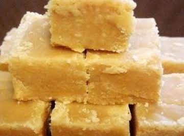 "Microwave peanut butter fudge *super easy"""