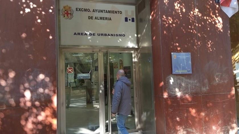 El policía estaba adscrito a la Sección de Especialidades del Area de Urbanismo.