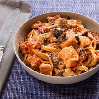 Chicken Cacciatore with Fettuccine Pasta & Mushrooms.