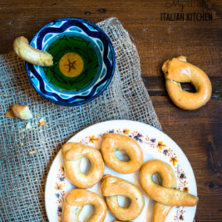 Italian Taralli – Savoury fennel seeds snacks.
