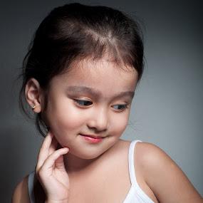 Reijonna by Jon Soriano - Babies & Children Child Portraits ( child, girl, jonr, kids, reijonna )