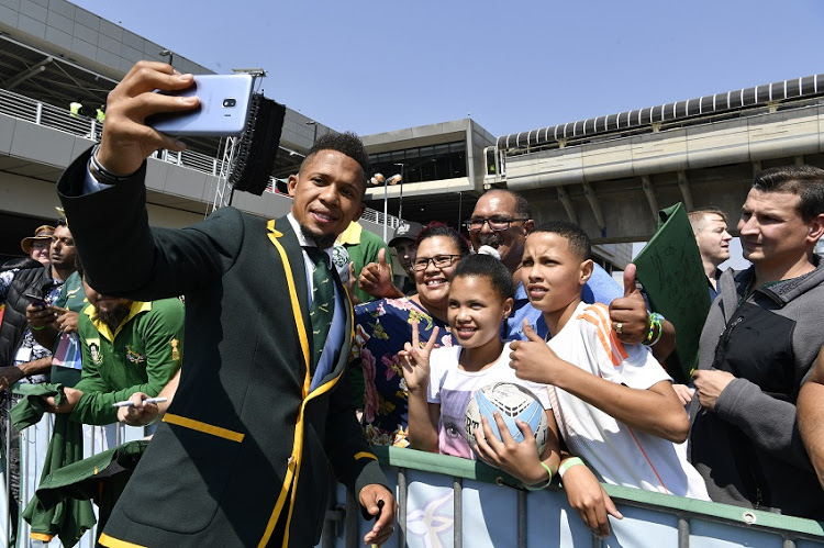 WATCH | Elton Jantjies and Faf de Klerk first to arrive at OR Tambo Airport