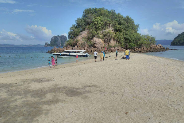 Stop at the long streched beach of Koh Pakbia
