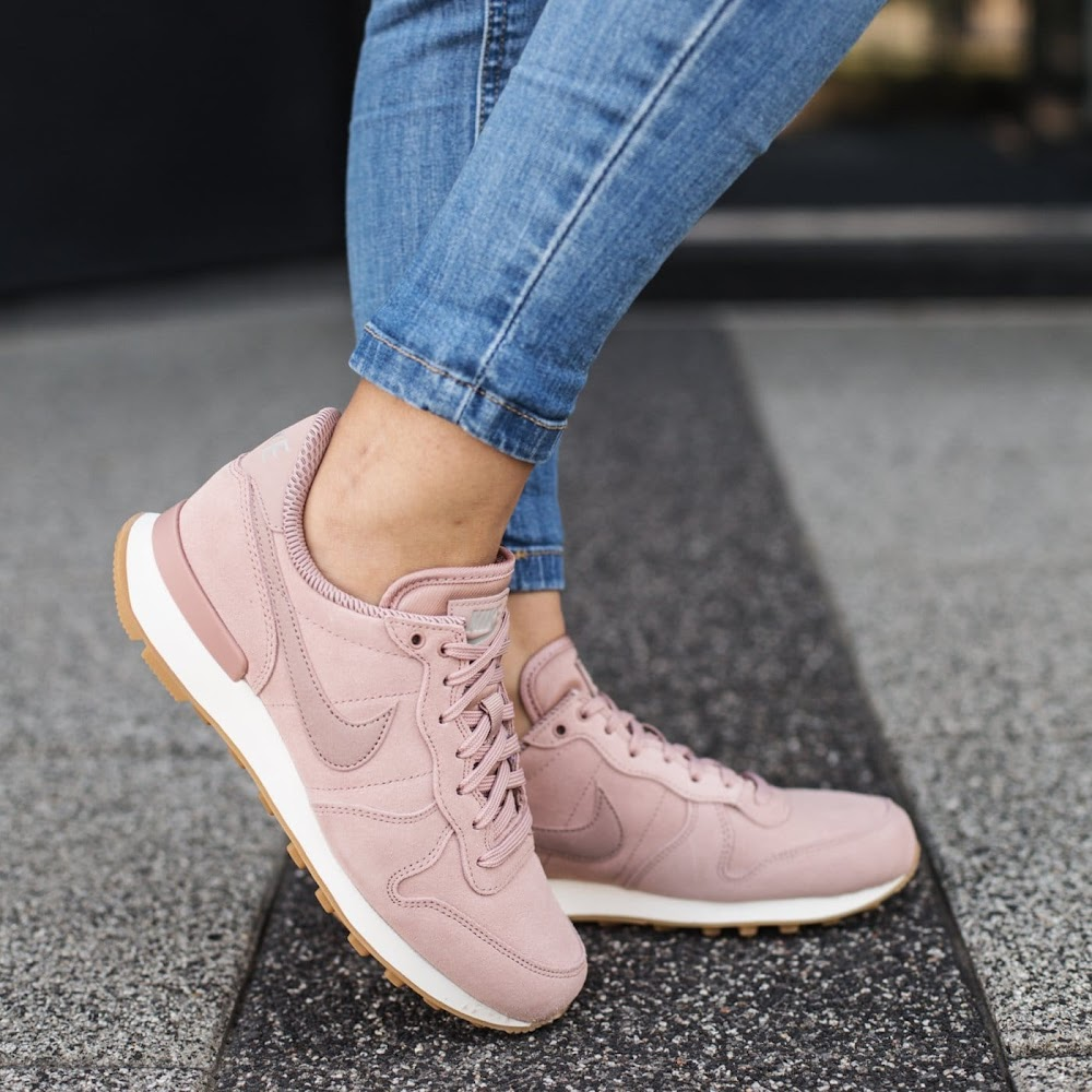 all-types-of-shoes-for-women_sneakers