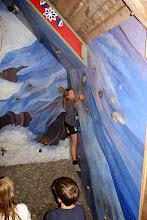 Photo: Så var det tid til at klatre. Først på en indendørsvæg