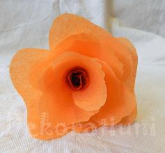 Photo: Flori orange din hârtie creponată (2 flori) realizate de Maia Martin aproximativ 22 cm înălţime, cupa florii - aprox.9,5 cm diametru Preţ 3 lei/buc. pentru mai mult de 10 buc. sau 4 lei/buc. pentru fiecare (puteţi alege flori şi din alte postări) Fiecare floare este unicat  Nu mai este in stoc   http://dekoratiuni.blogspot.ro/2014/04/flori-orange-din-hartie-creponata.html