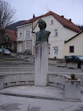 """Photo: Tu je spomenik Antunu Mihanoviću koji je napisao pjesmu """"Horvatska domovina"""" čije 4 kitice tvore hrvatsku himnu """"Lijepa naša domovino"""". Umro je u Novim dvorima kraj Klanjca 1861. g."""