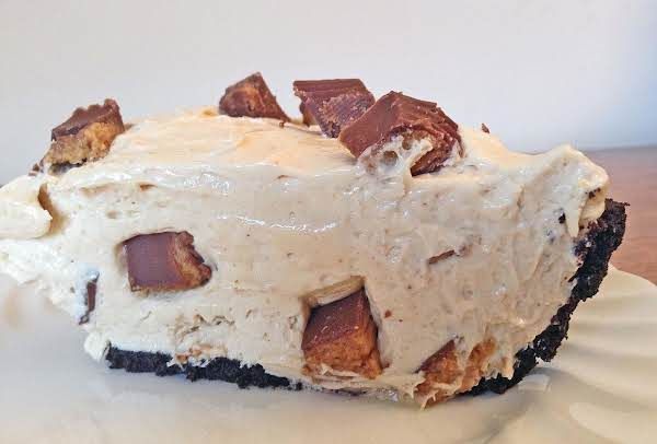 Quick And Easy Peanut Butter Pie!  Www.thelittleblondebaker.com