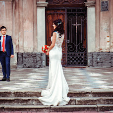 Wedding photographer Olya Yackiv (Delfin4uk). Photo of 07.10.2016