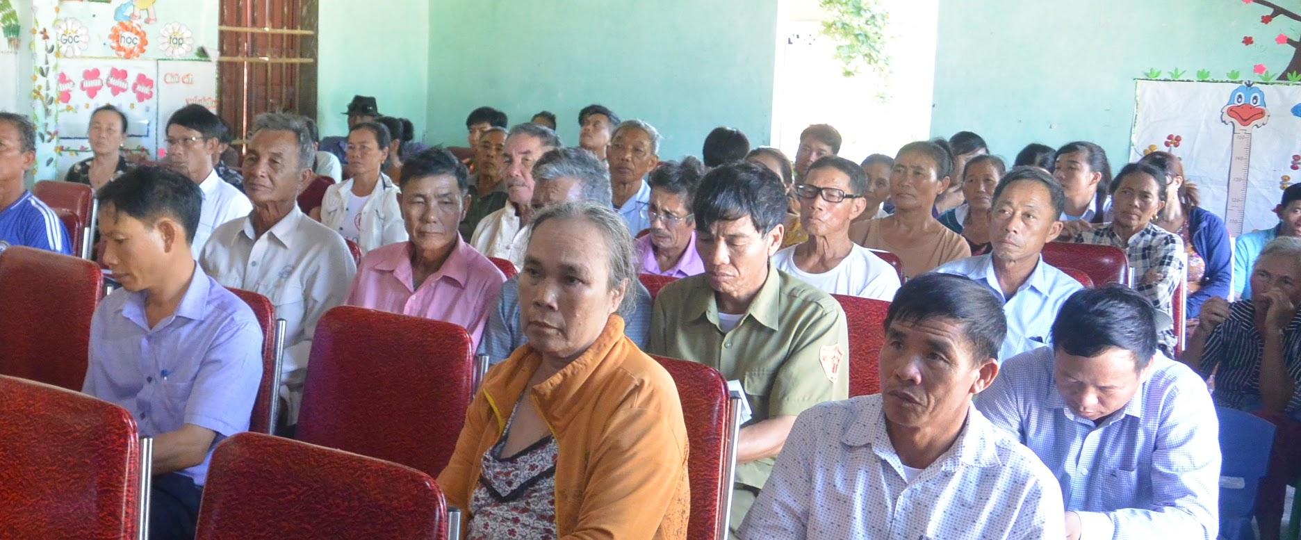 Người dân xã Quỳnh Lập tham gia diễn đàn