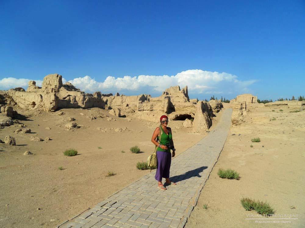 Visitar JIAOHE - Uma cidade de adobe incrível que foi engolida pelas areias do deserto de Taklamakan | China