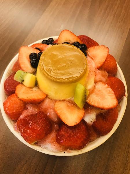 大家都是為了 草莓而衝去吃🤣 浮誇的冰 要是有作熱的該有多好😬