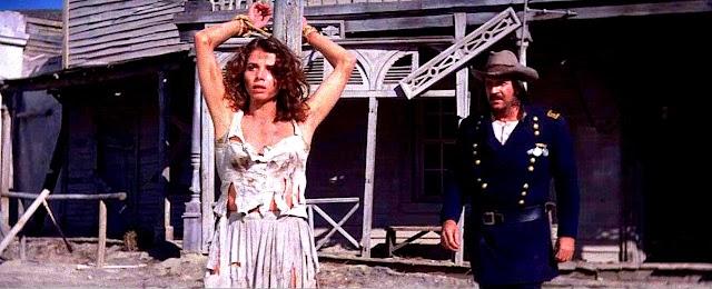 Victoria Abril, en un fotograma del western que rodó en Almería.