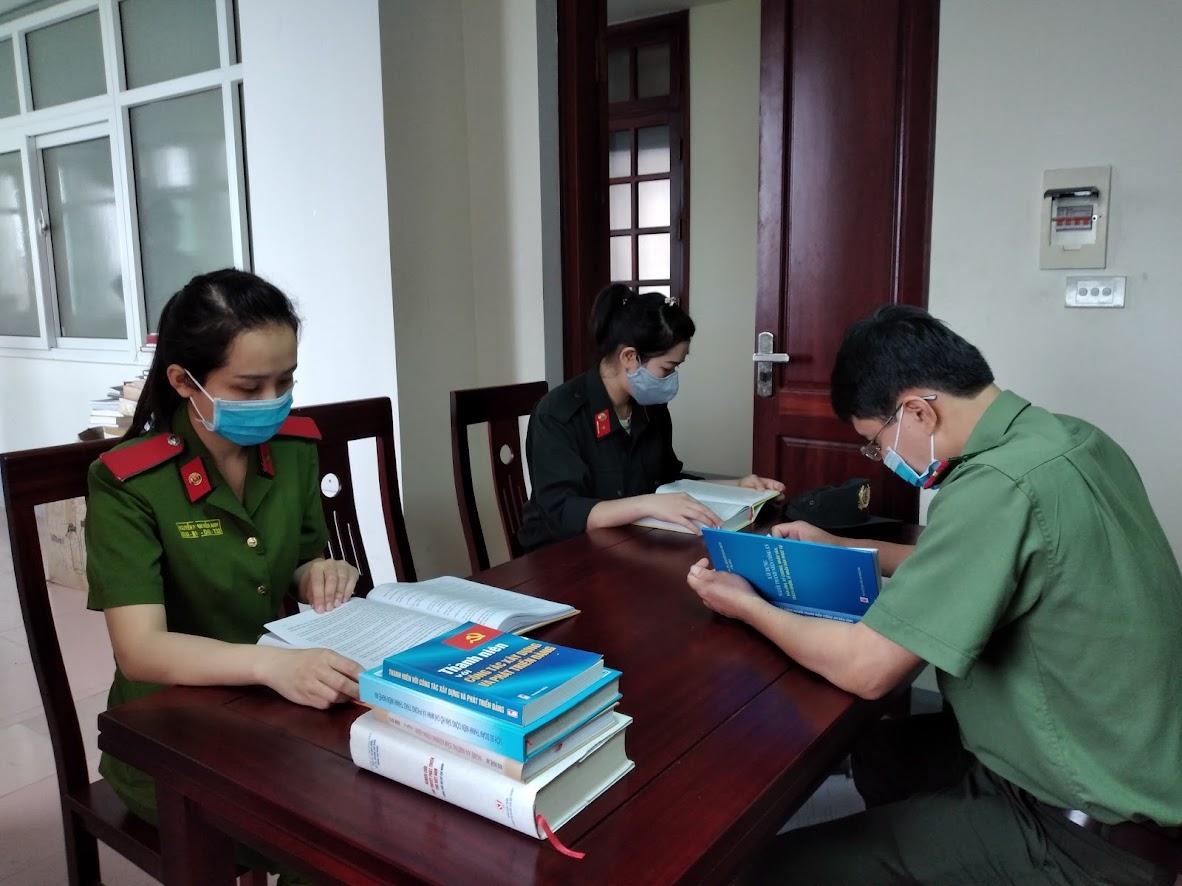 CBCS hưởng ứng ngày sách tại Công an Nghệ An