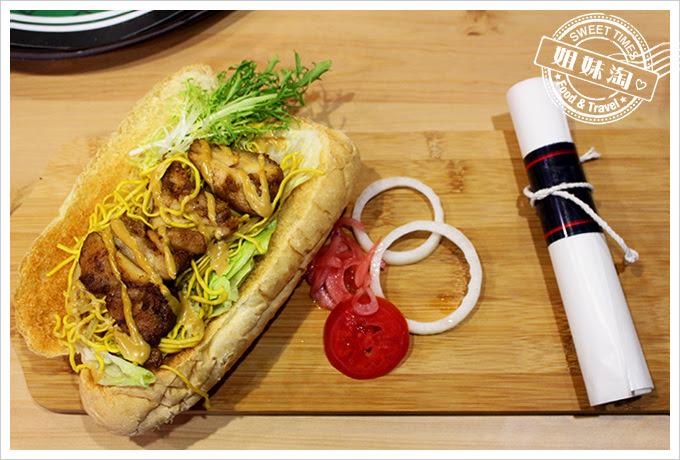 攝飲動漫主題餐廳醬雞炒麵麵包