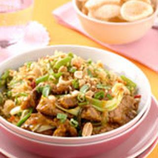 Nasi Goreng met pinda's en Rendangvlees met lente-uitjes