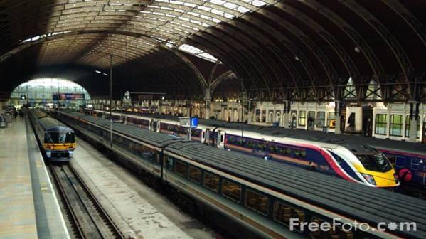 http://www.freefoto.com/images/31/12/31_12_35---Paddington-Station--London_web.jpg