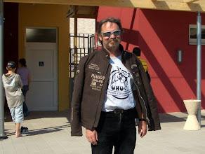 Photo: Pause in Hirschau: WILLY vor dem Eingang der neuen Sommerrodelbahn