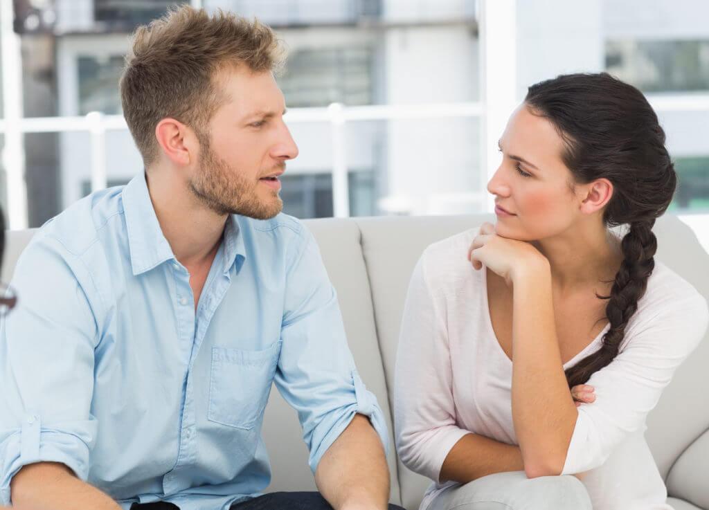 Chia sẻ thẳng thắn một cách nhẹ nhàng với chồng