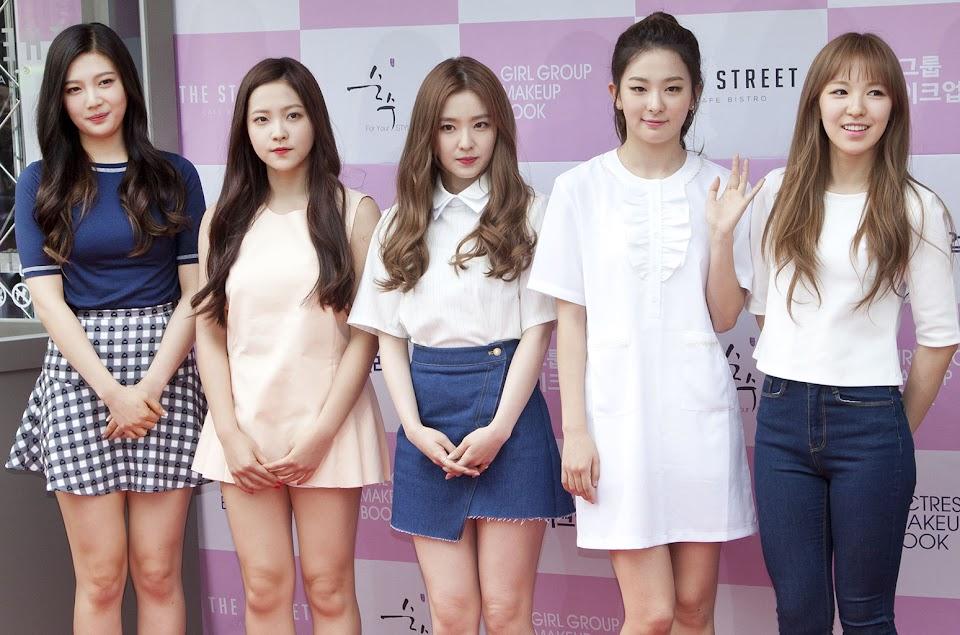 South Korea - Actress and Girl Group Makeup Book Publication Eve